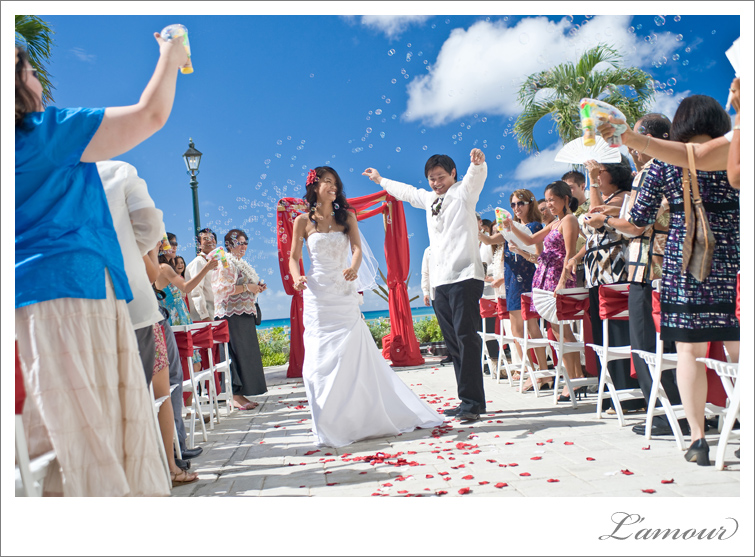 Hawaii Wedding Photographers from L'Amour at the Moana Surfrider Hotel in Honolulu Oahu