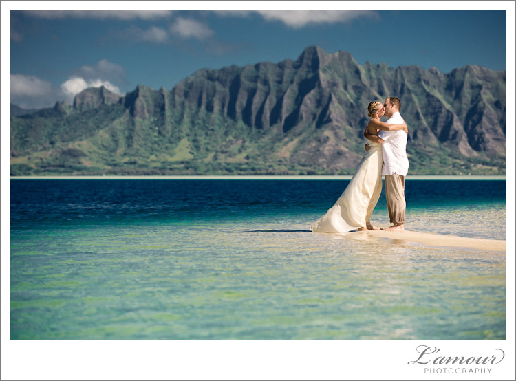 hawaii trash the dress photos on the beach