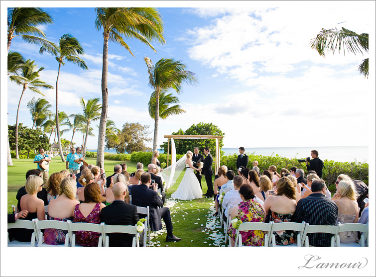 This Australian bride and groom paid tribute to this Hawaii wedding setting