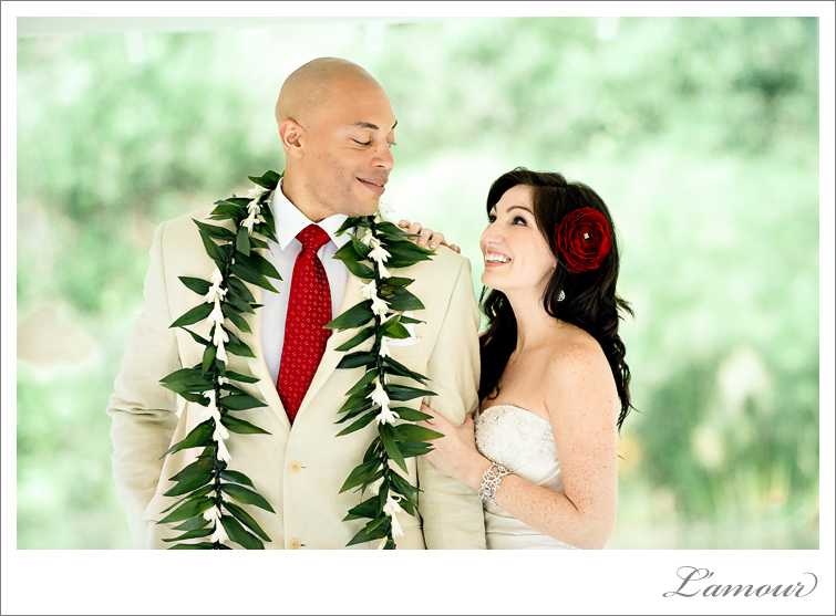 Hawaii Wedding Photographer based in Oahu at Haiku Gardens
