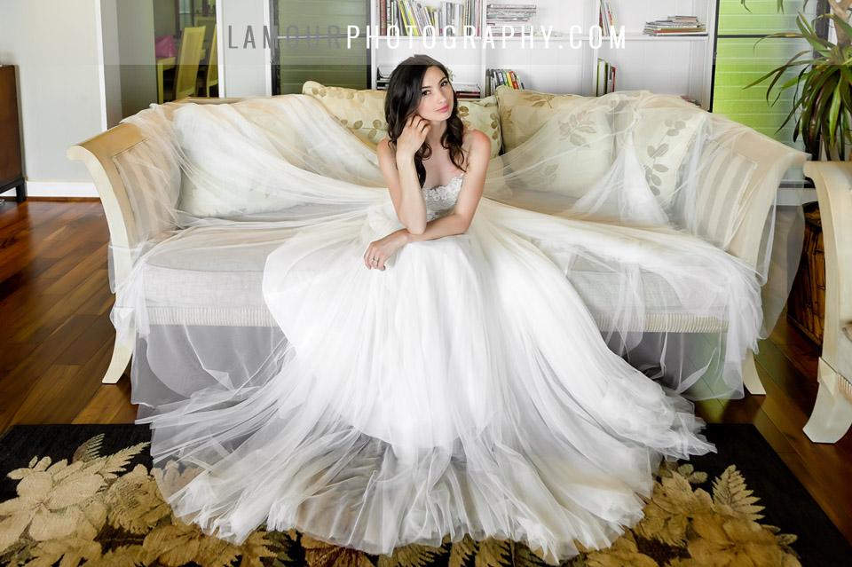 Beautiful destination wedding bride in Hawaii