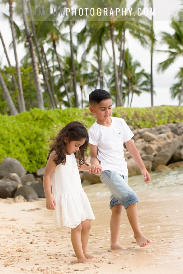 Family photos in Hawaii by Lamour at a beach with palm trees on Oahu