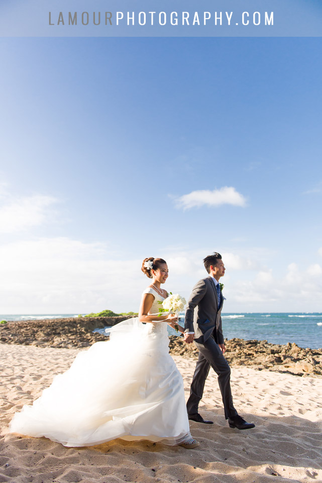 hawaii wedding photography on the beach on Oahu