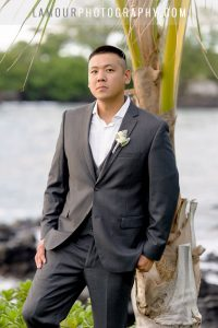Hawaii detestation wedding groom and palm tree