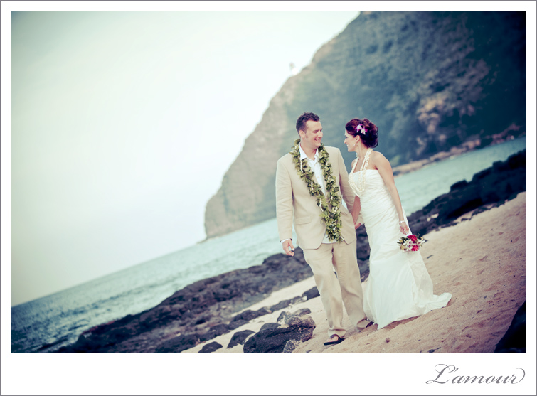 Hawaii Wedding Photographers for destination beach wedding based in Honolulu Oahu Available on all islands