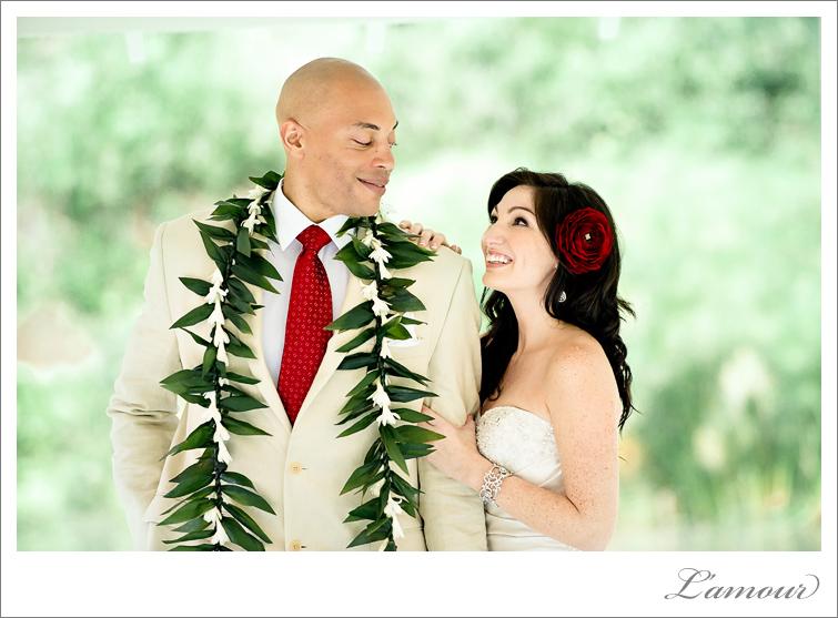 Hawaii Wedding Photographer based in Oahu at Haiku Gardens
