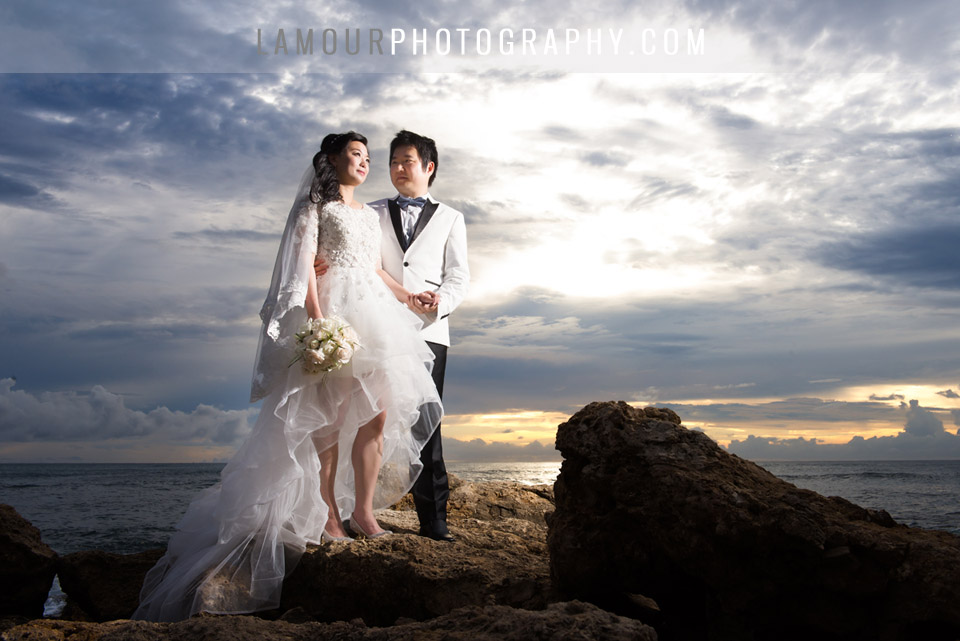 Hawaii wedding photography by L'Amour on Oahu and video