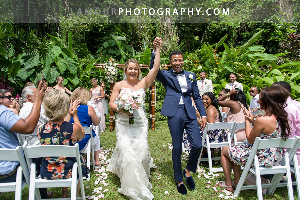Hawaii wedding ceremony at Haiku Gardens in Kaneohe on Oahu