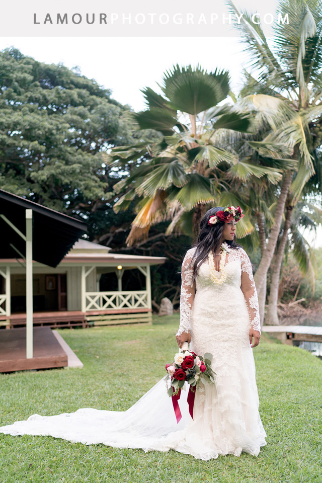Hawaii wedding photos of Kualoa Ranch Wedding at Molii Gardens on Oahu