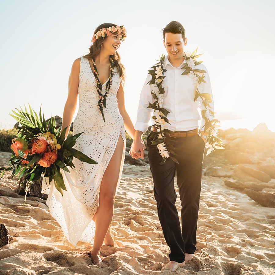 hawaii wedding bride and groom on beach